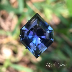 Tanzanite Gemstone in diamond design