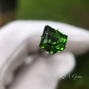 Chrome tourmaline, colored gemstone