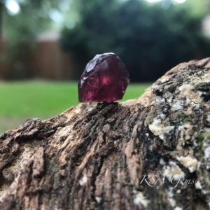 Malaya Garnet rough