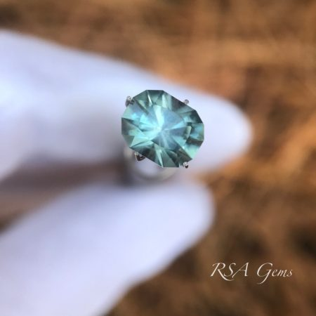 Montana sapphire, faceted colored gemstone